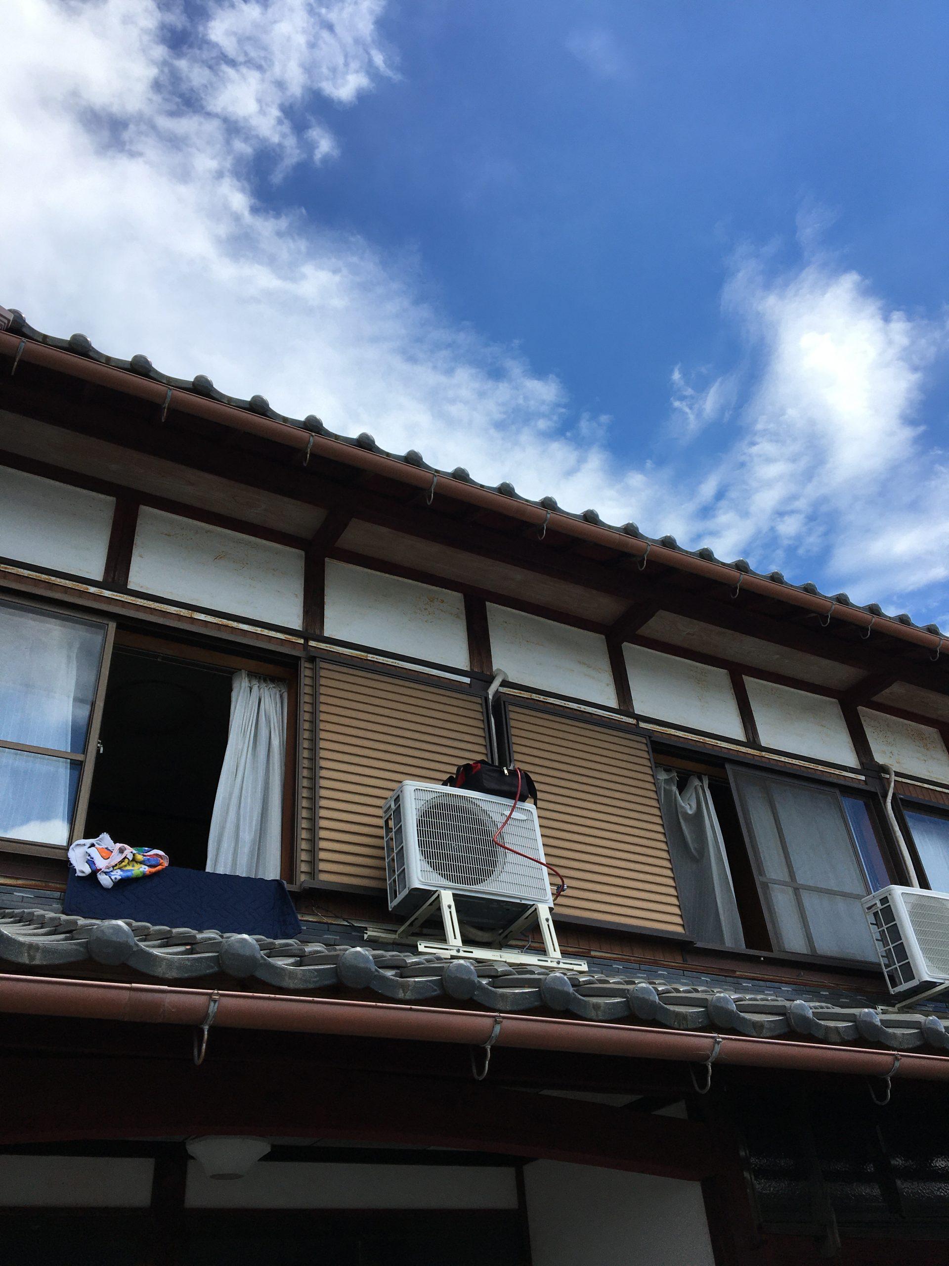 滋賀県近江八幡市の中古エアコン移設と取外し作業/屋根置きエアコンは便利屋HEROにお任せ!!【ご依頼】