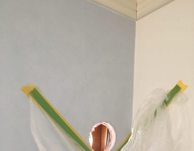 滋賀県守山市のエアコン取り付け作業は便利屋HEROで!!2階→1階の高所作業【ご依頼】